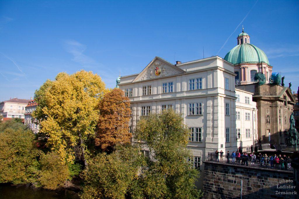 Podzim na Karlově mostě