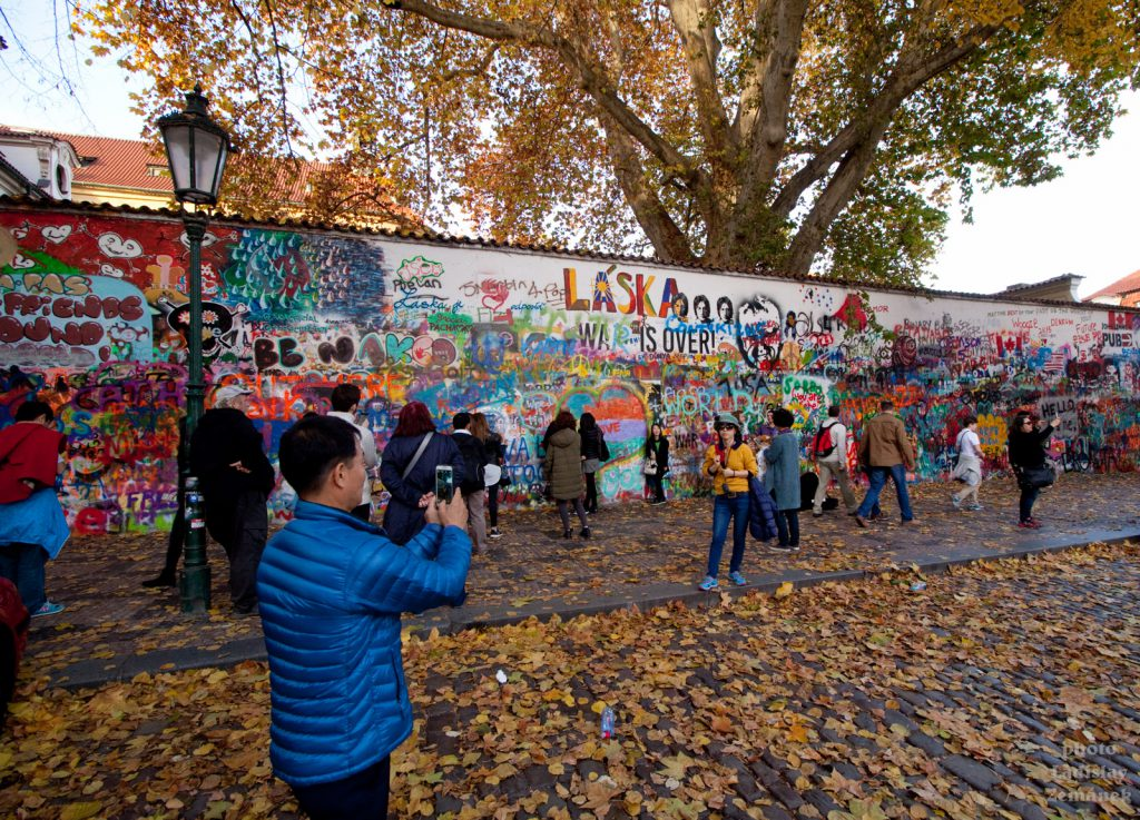 Lonnonova zeď na Kampě