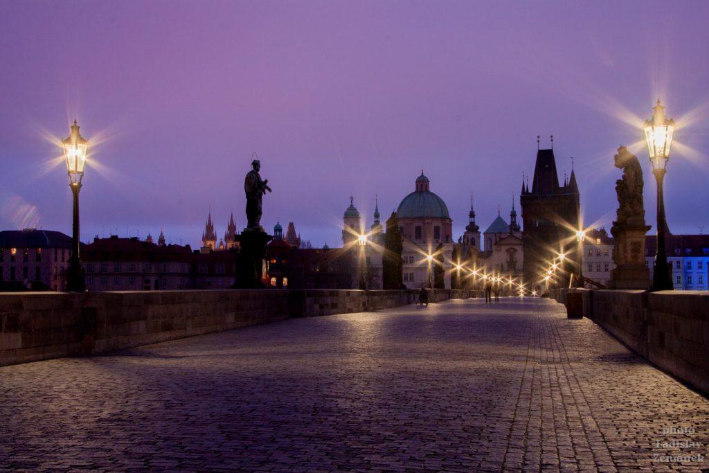 svítání na Karlově mostě