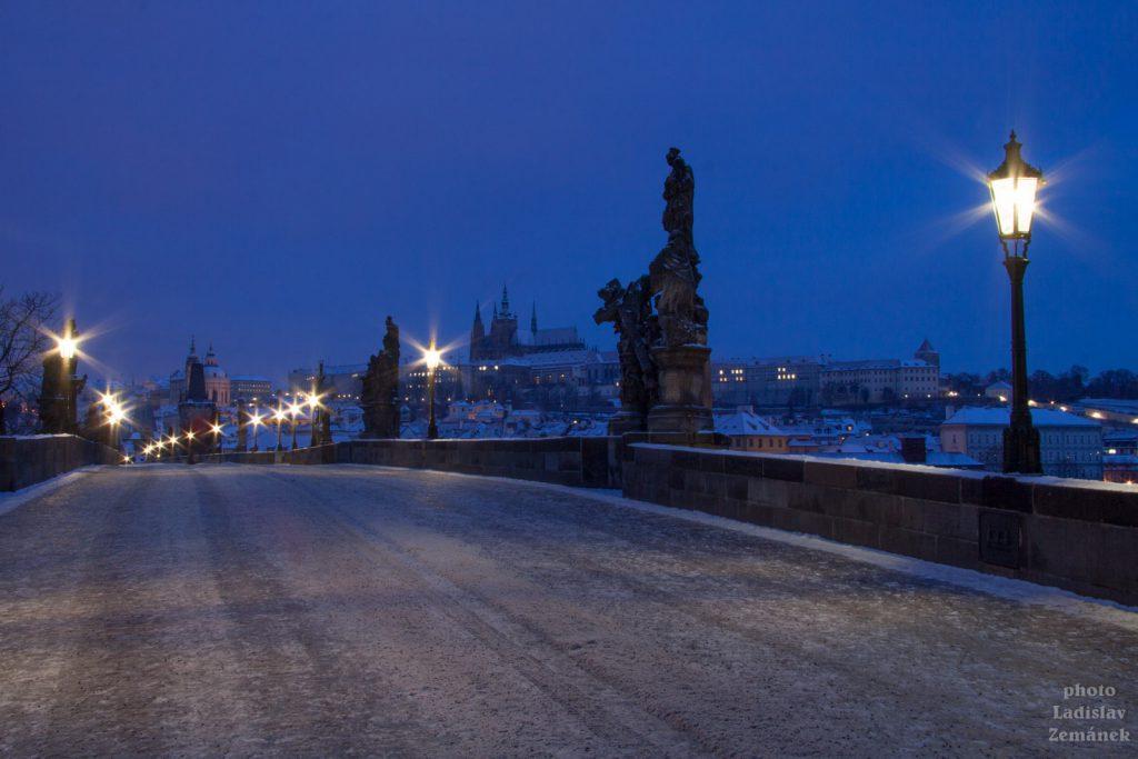 Zimní ráno na Karlově mostě