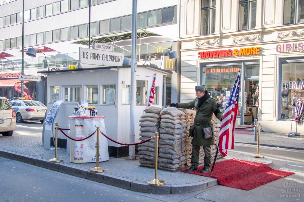 Berlínská zeď - Check point Charlie