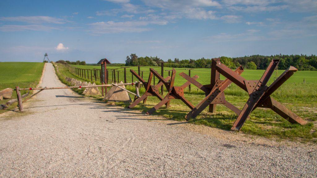 Železná opona - památník
