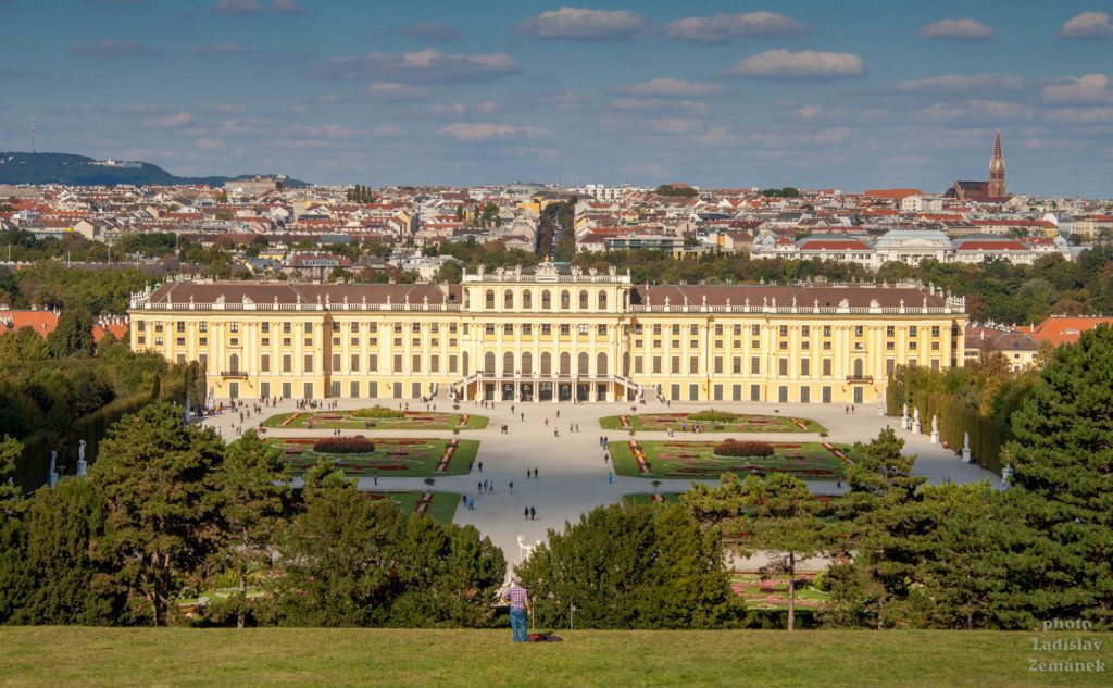 Zámecký park Schönbrunn - vyhlídka na Vídeň