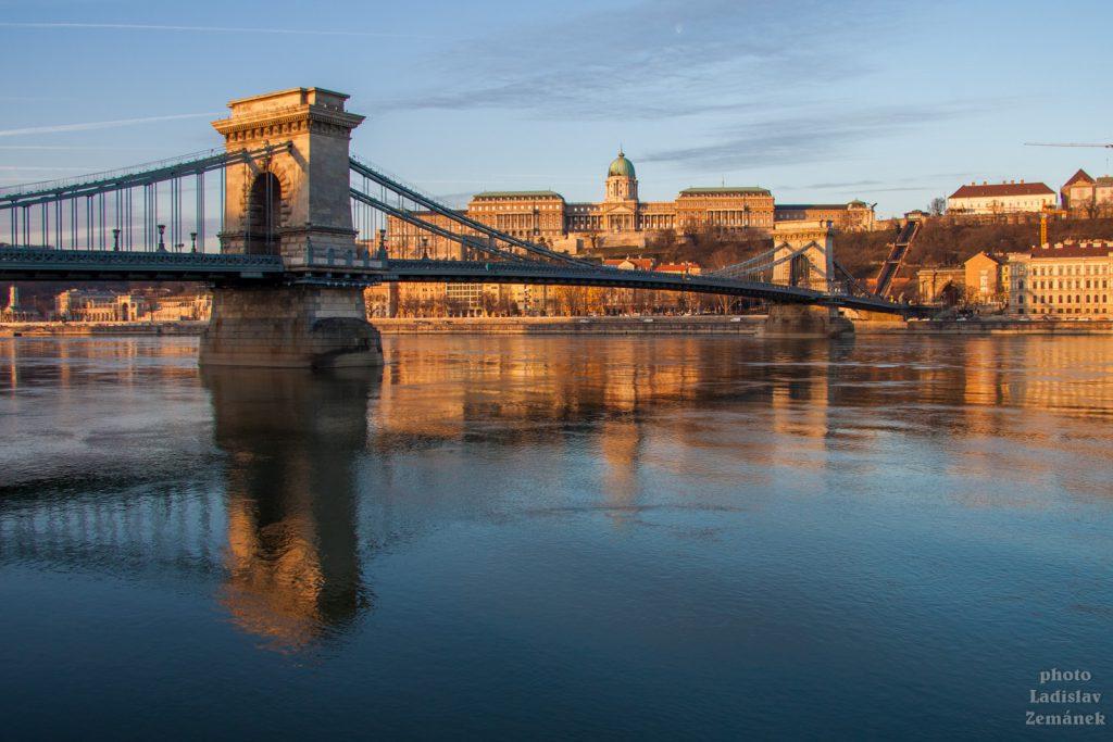 výhled na Dunaj, Řetězový most a Hradní vrch