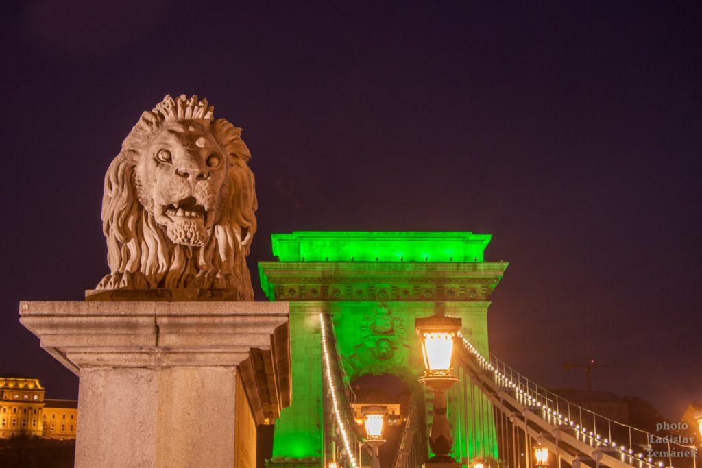večerní Řetězový most