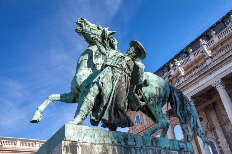socha - drezúra koní - královský hrad