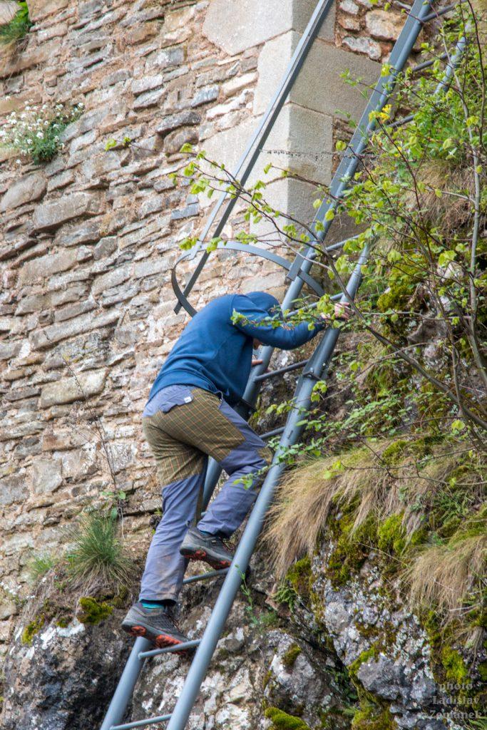 hrad Lednica - žebřík