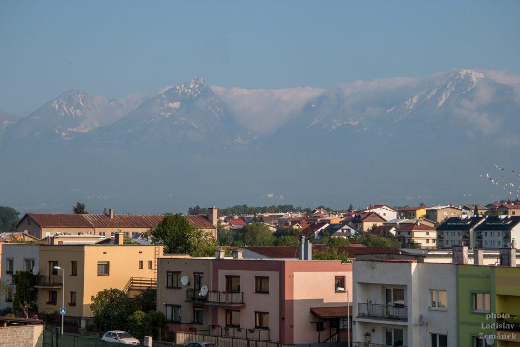 Tatry z nádraží v Popradu