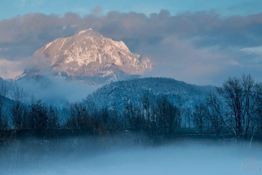 údolí Bluntautall v mlze