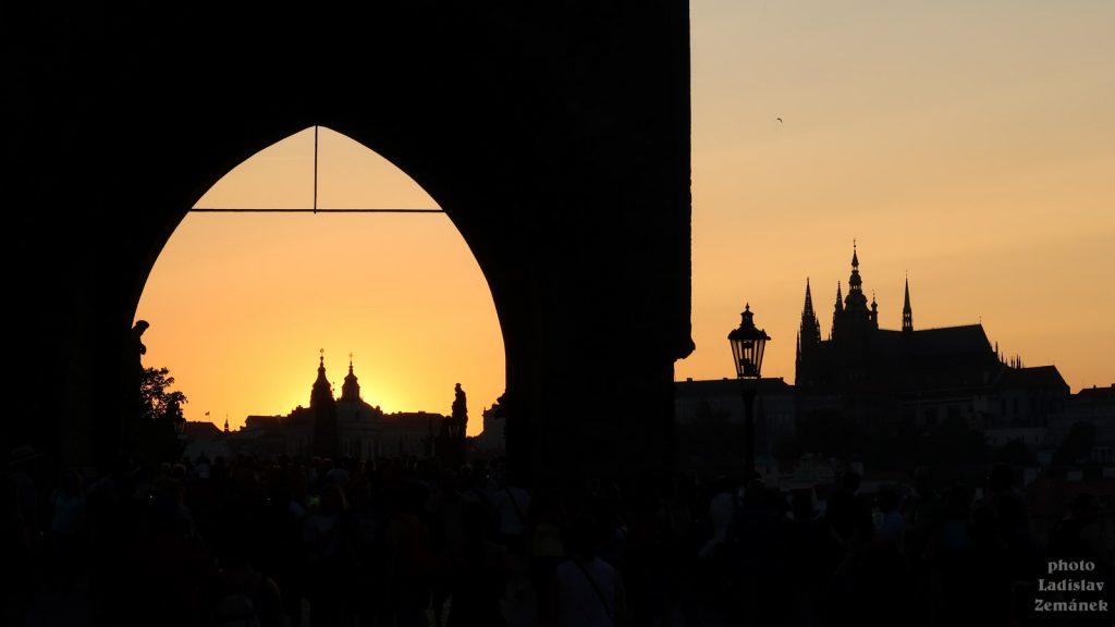 Západ slunce za mosteckou věží