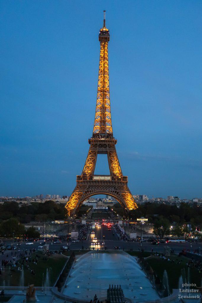 Trocadero a Eiffelova věž - večer
