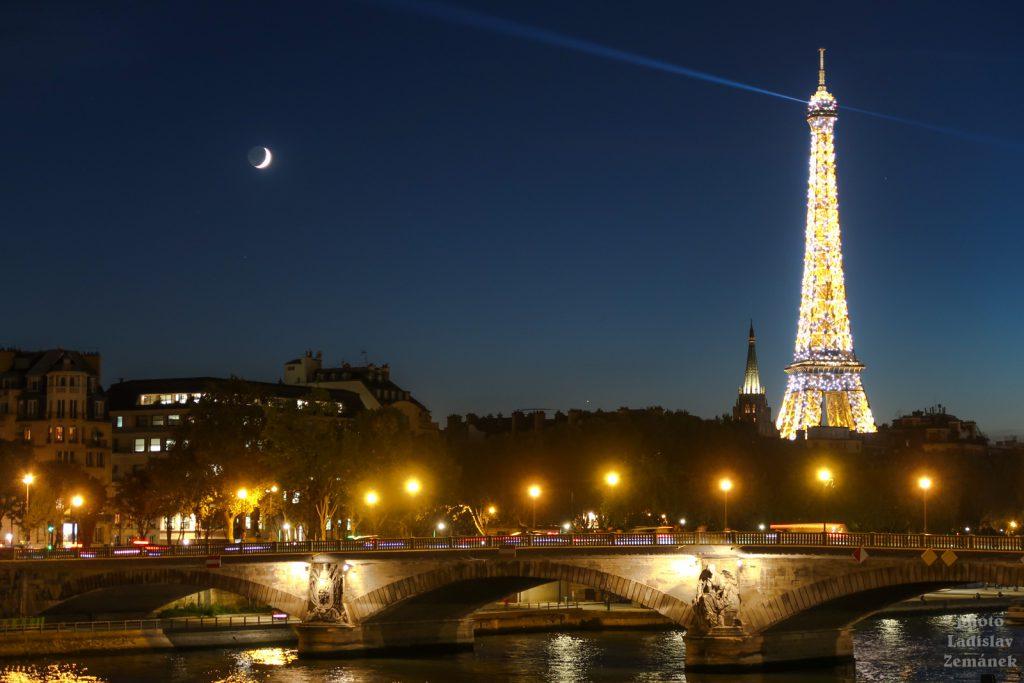 Seina a Eiffelova věž - večer