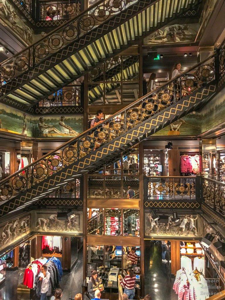 Champs-Élysées - luxusní obchody