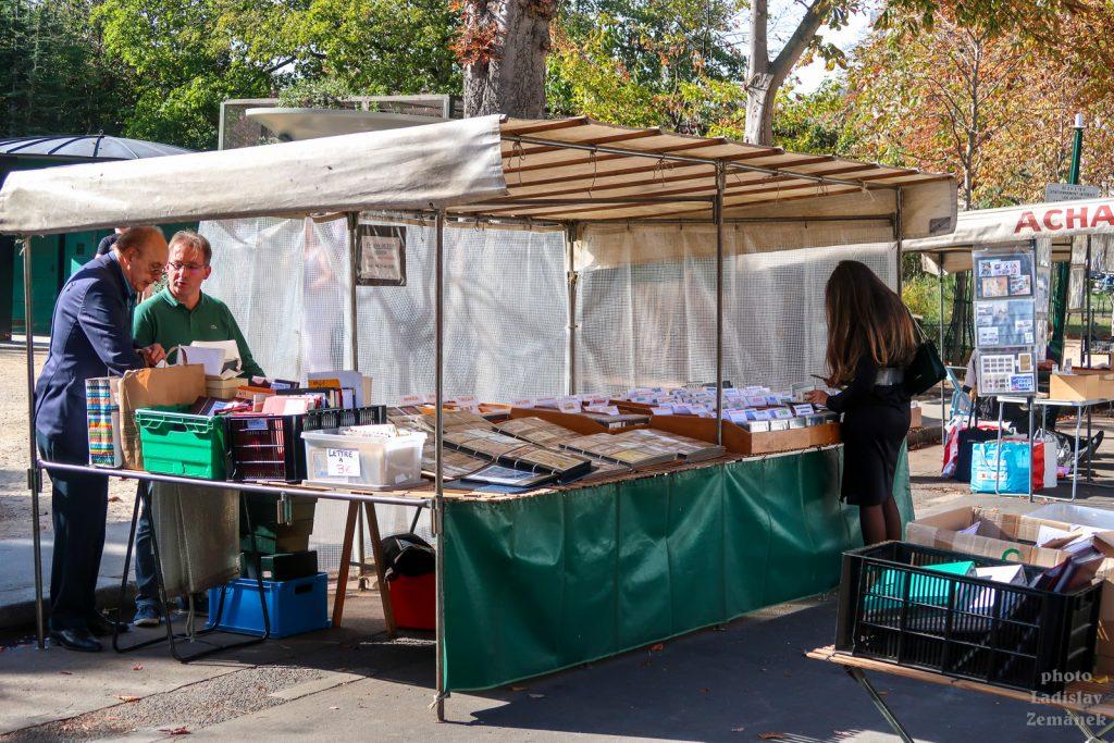 Champs-Élysées - stánky s knihami a známkami