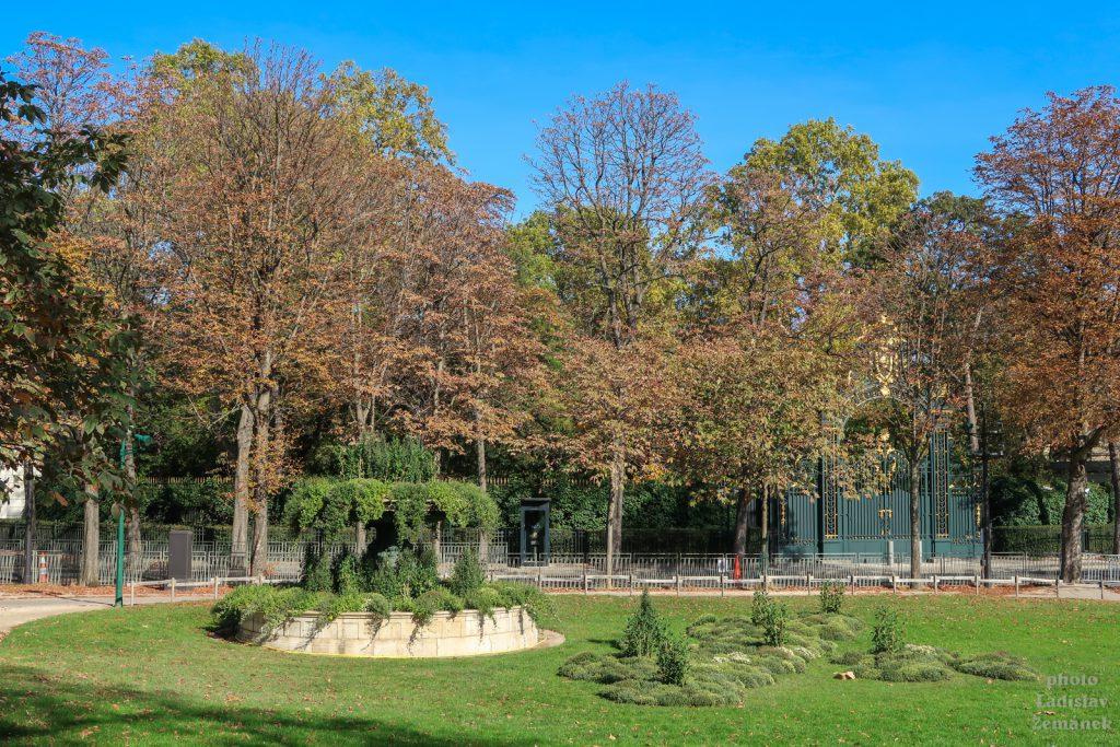 Champs-Élysées - brána - Elysejský palác