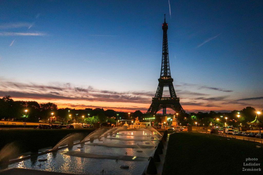 Trocadero a Eiffelova věž - za svítání