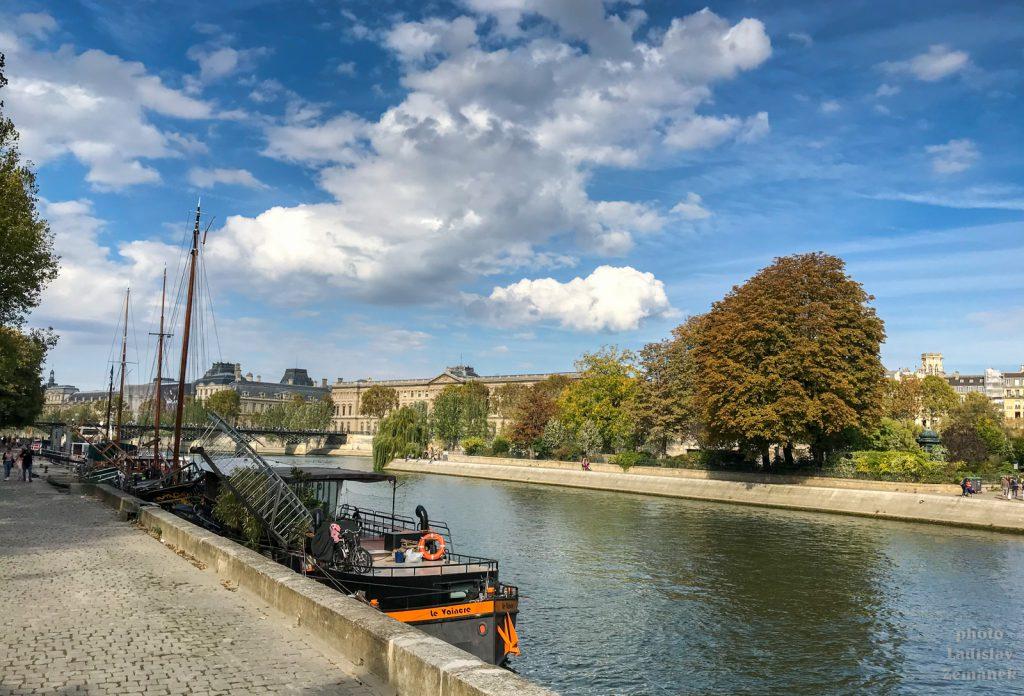 Podzimní Seina s loděmi
