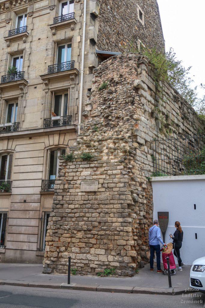 část pařížských hradeb - zeď Filipa II. Augusta