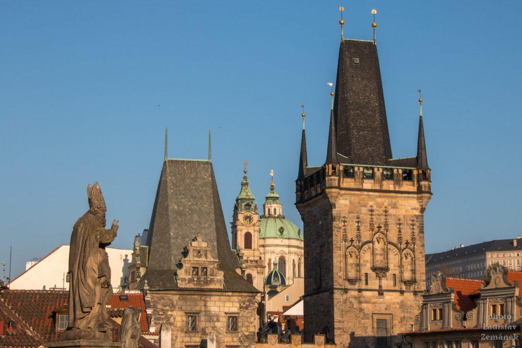 Malostranská mostecká věž a Mikulášský chrám