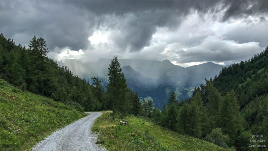 klesání z Grubhütte do deště v údolí