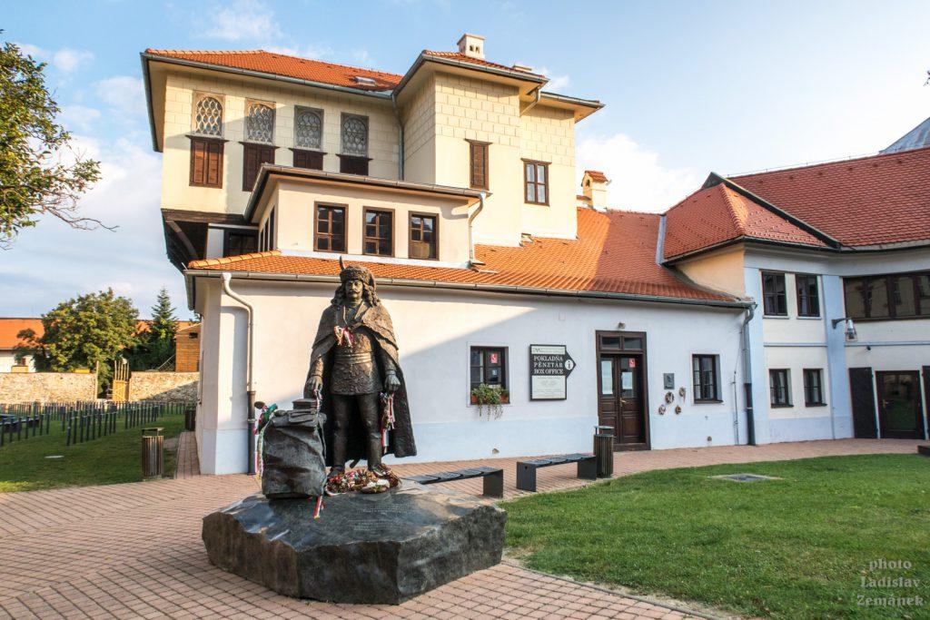 Katova bašta a Socha Františka II. Rákociho