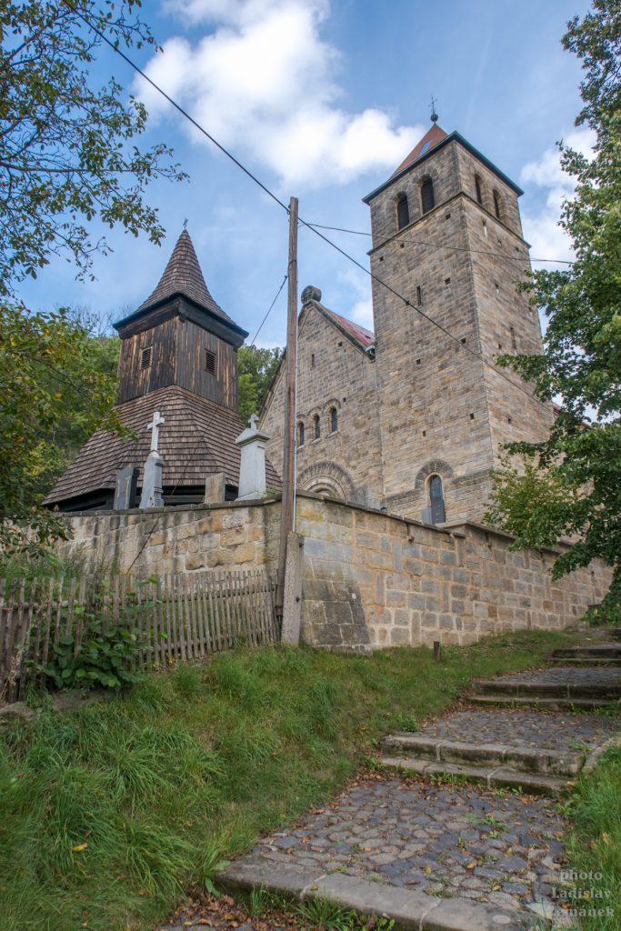 Novorománský kostel - Vyskeř