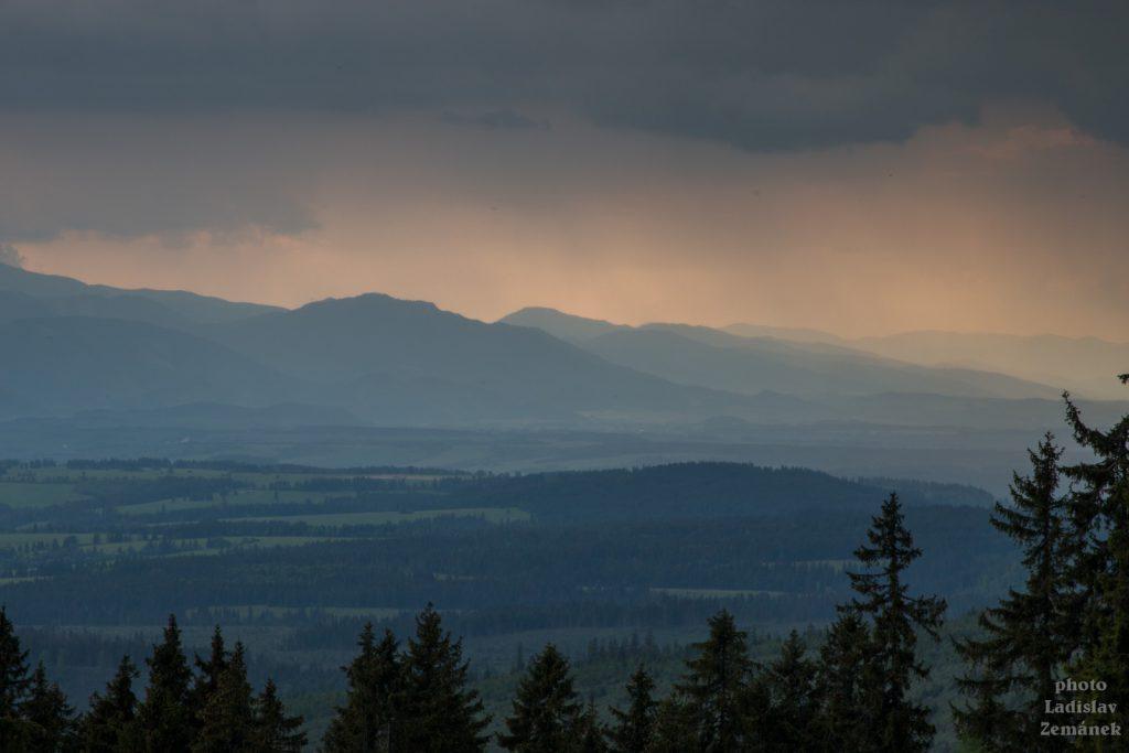 hory před deštěm