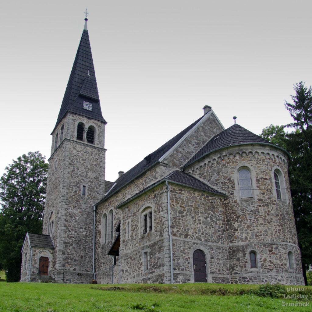 kostel Sv. Anny v polském městečku Zieleniec v Orlických horách