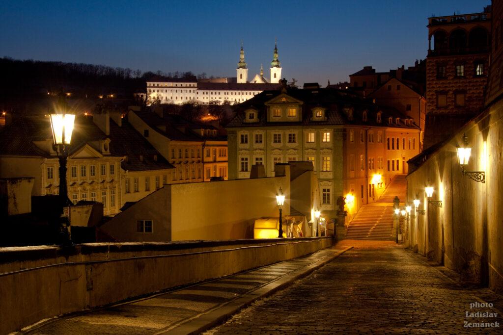 Plynové lampy na Hradčanech - s výhledem na Strahovský klášter