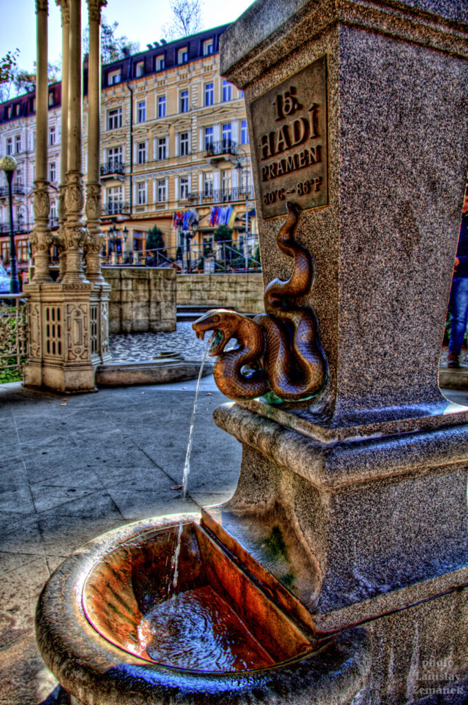 Karlovy Vary - Sadová kolonáda - Hadí pramen