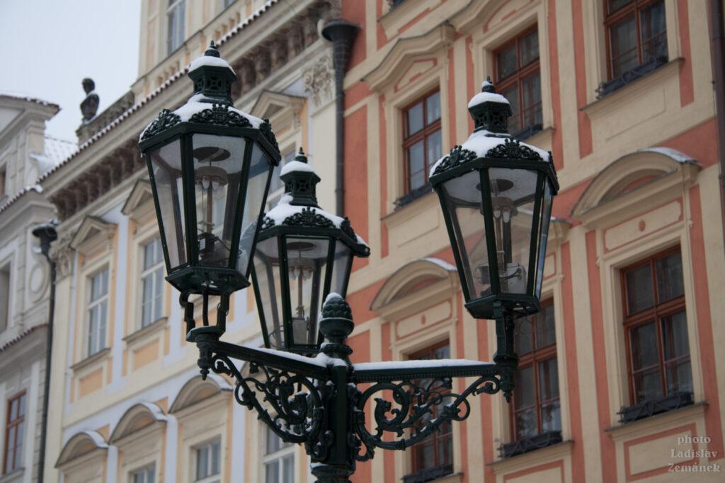 Zasněžené plynové lampy