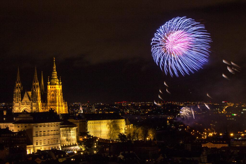 Praha - novoroční ohňostroj a Pražský hrad