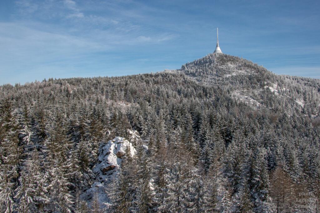 Sníh na Ještědu - Červené skály - výhled