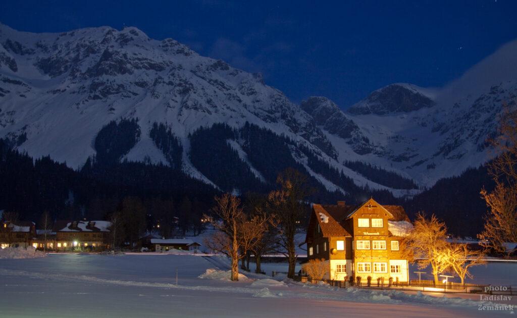 Večerní Ramsau am Dachstein