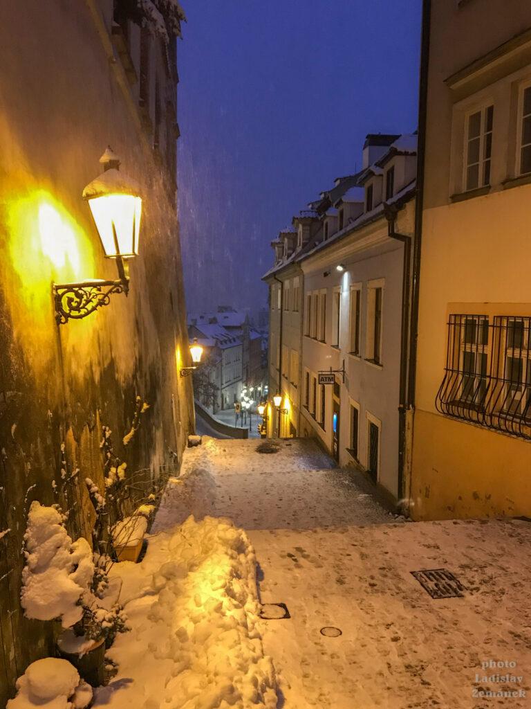 Sněžení v Praze - Radnické schody
