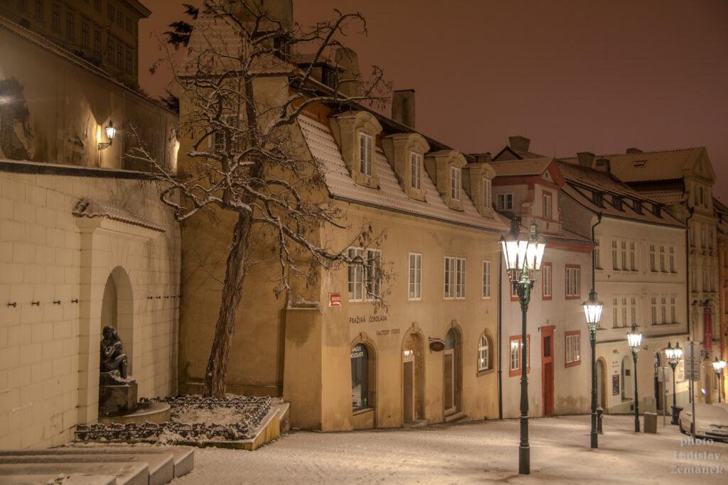 Nerudova ulice a plynové lampy