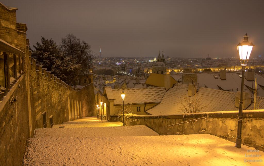 Zámecké schody v zimě