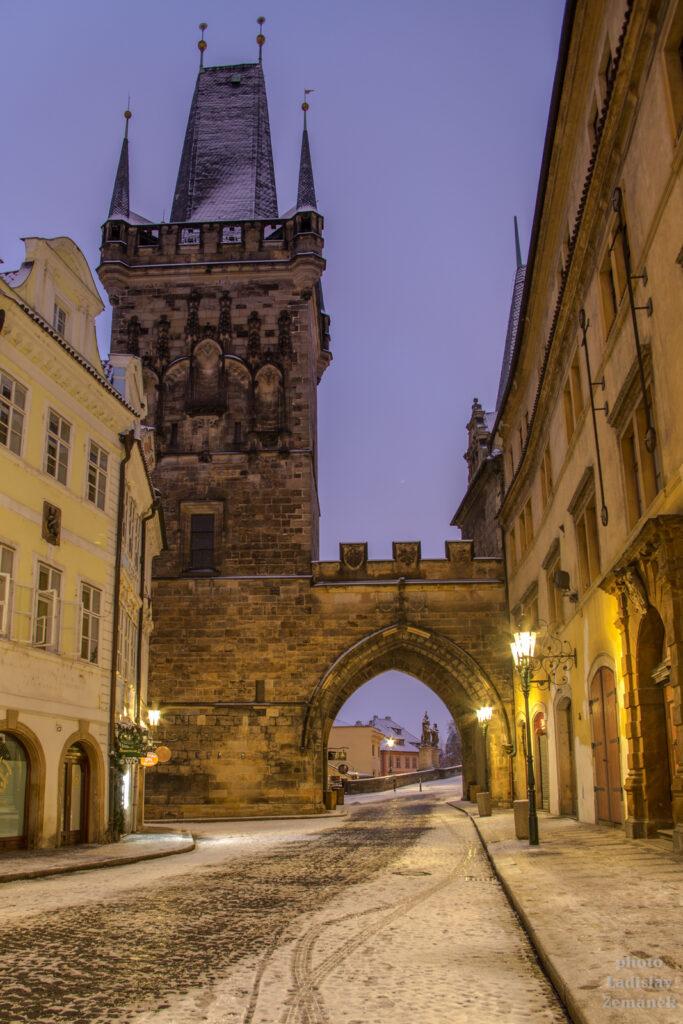 Mostecká ulice a Mostecká věž