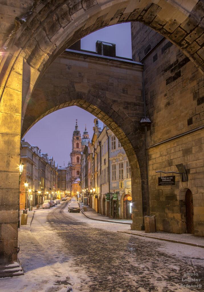 Malostranská mostecká věž a Mostecká ulice