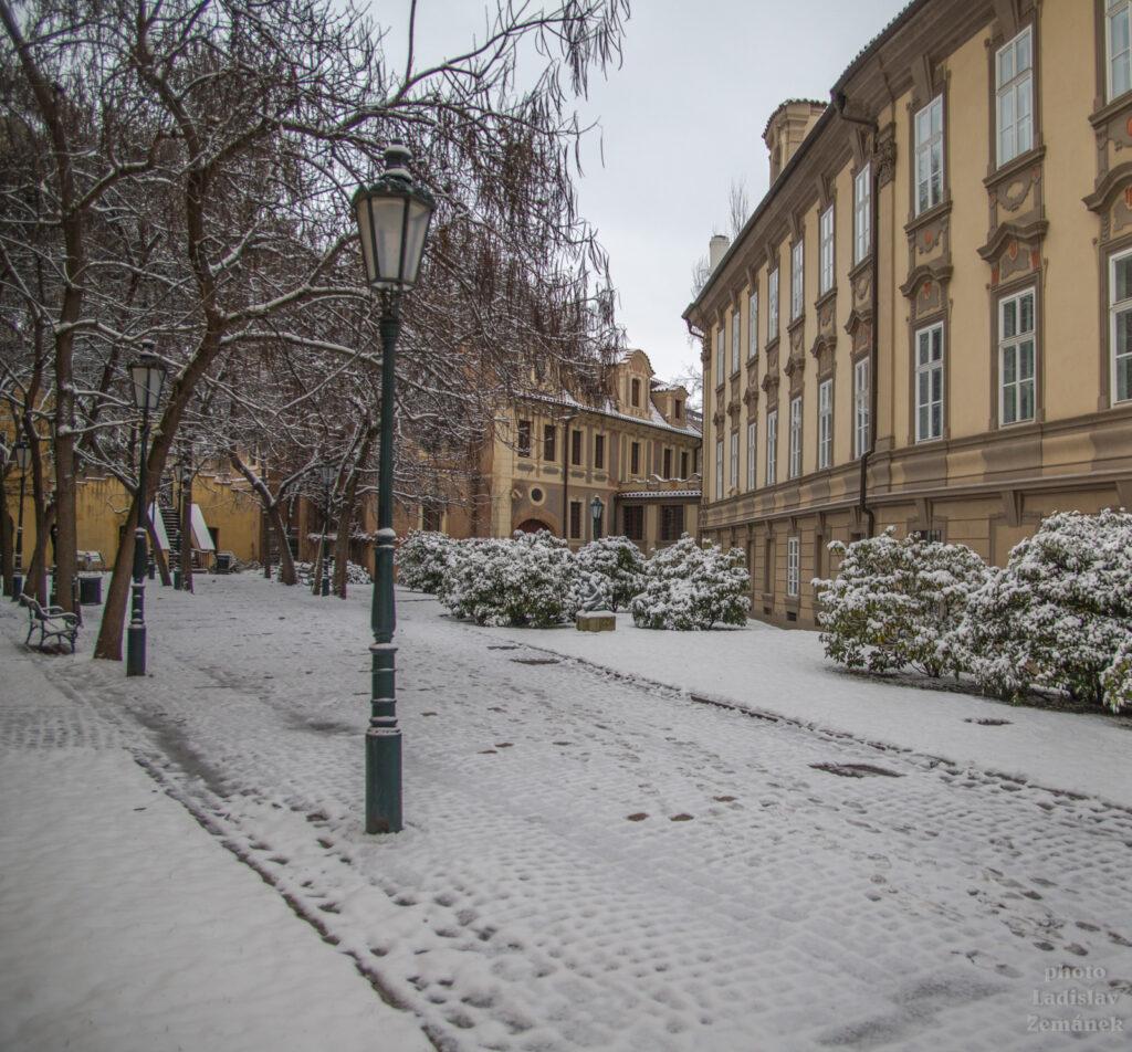 Valdštejnská ulice - zahrady