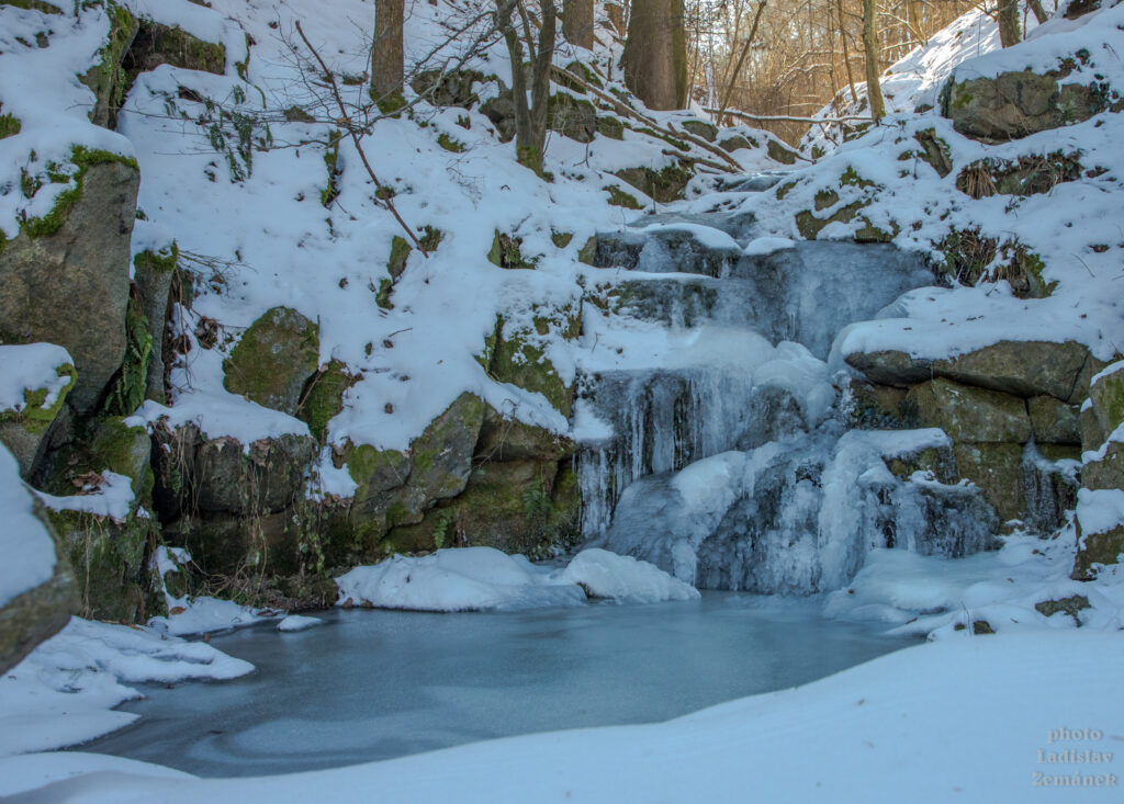 Hostěradické vodopády v zimě