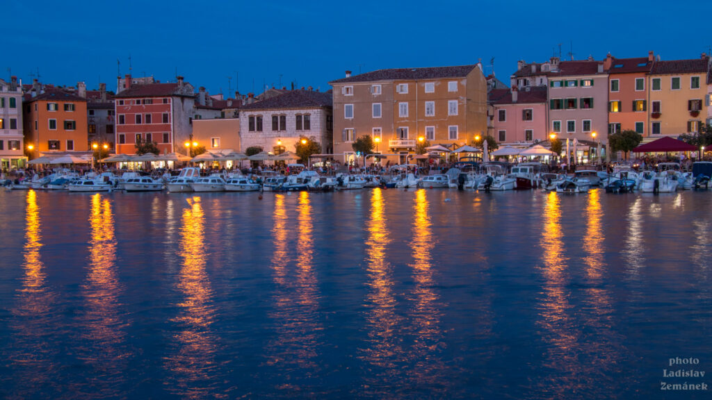 Rovinj - večerní starý přístav