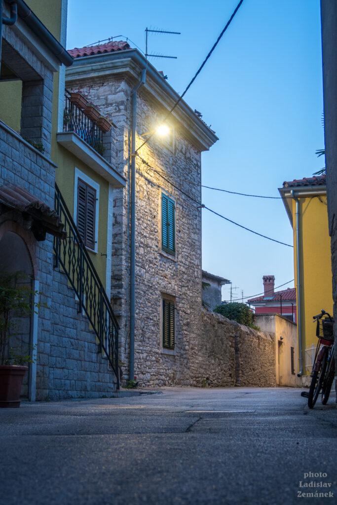 Novigrad - večerní ulice