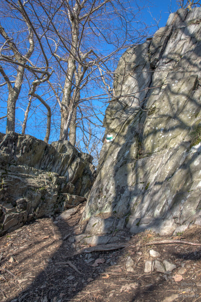 skalní město na hřebeni hory Sedlo