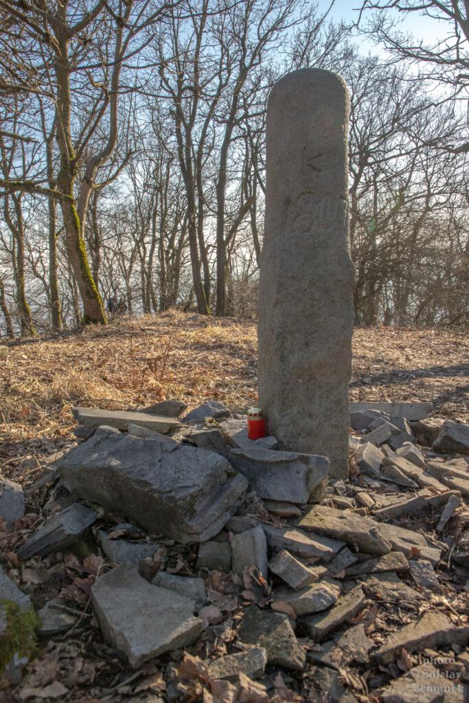 Sedlo - kamenný pomník