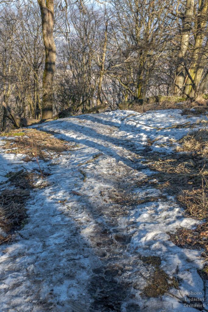 Sedlo - zimní cesta se sněhem