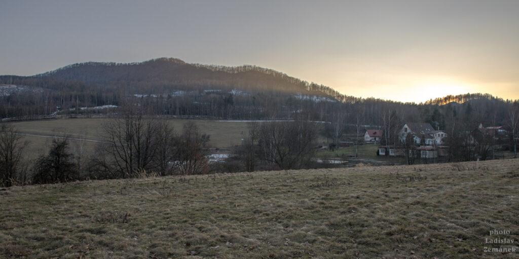 Výhled na Sedlo při západu Slunce