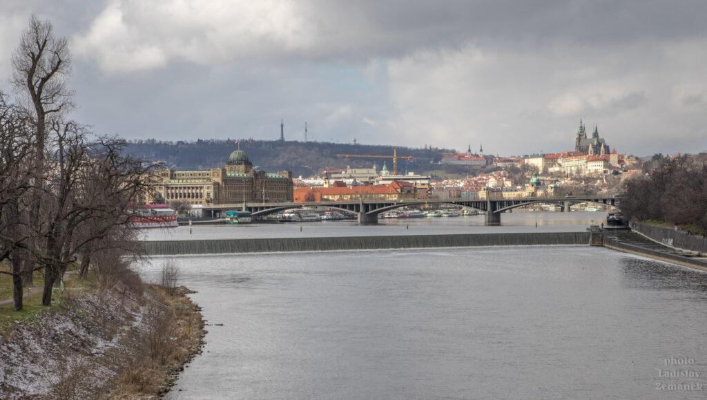 Vltava a Pražský hrad z Hlávkova mostu
