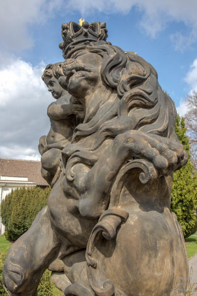 Sochy v Královské zahradě