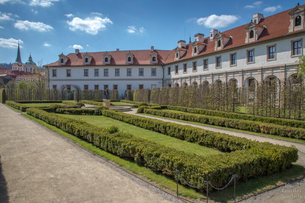 Jarní Valdštejnská zahrada